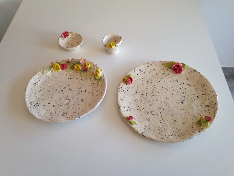 Cake plates with roses