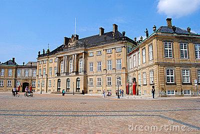 amalienborg-palace-copenhagen-23318611