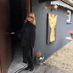 Katherine entering Harbaeks Courtyard